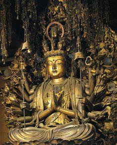 Sanjusangendo in Kyoto, Japan Lotus Buddha, Art Buddha, Buddha Statues, Japanese Buddhism, Japanese Art, Japanese Culture, Buddhist Symbols, Buddhist Art, Buddhist Temple