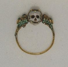 Two-faced memento mori ring, 17th century from the Ashmolean Museum collection.