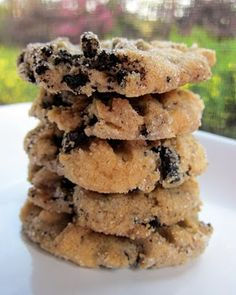 Cookies & Cream Peanut Butter Cookies - peanut butter cookies with crushed oreos mixed in