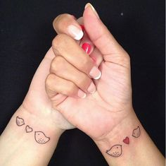 Mother daughter tattoos are extremely popular. Here are some tattoo ideas for matching tattoos moms and daughters can get done to celebrate their love, as well as classic mom tattoos for daughters and sons to dedicate to their moms on Mother's Day. Mom Daughter Tattoos, Mother Daughter Tattoos, Tattoos For Daughters, Sister Tattoos, Cute Tattoos, Beautiful Tattoos, Small Tattoos, Bird Tattoos, Wrist Tattoos