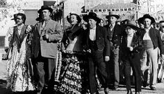 Broncas en el rodaje, visitas a la gendarmería y jugarretas de la historia iluminan el mítico film de Berlanga