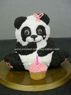 Panda cake, how cute, love this cake will you please pin this cake no one is pinning my cakes :'(
