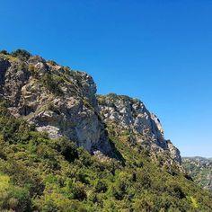 Le pareti rocciose dei monti di Villasalto.  #escursione #villasalto #sardegna #sardinia #italia #italy #escursionismo #trekking #hiking #hike #panorama #landscape #montagna #mountain #outdoor #wilderness #green #verde #blue #blu #sentiero #trail #natura #nature #skyporn #sky #veganhiker #vegantrekker #vegantraveller #veganbackpacker