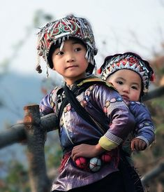 This photo of a litlte girl wearing her sibling is amazing. (Yuanyang, China)