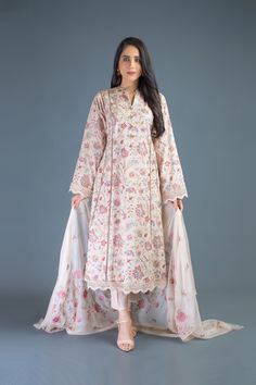 Beautiful Pakistani Dresses, Pakistani Dresses Casual, Pakistani Dress Design, Indian Dresses, Pakistani Frocks, Latest Dress Design, Stylish Dress Designs, Designs For Dresses, Tunic Designs