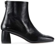 Shop luxury shoes, boots, sandals, pumps & accessories at Stuart Weitzman. Step into our world of shoes, where fashion meets function. Shoes Names, Shoe Deals, Designer Boots, Latest Fashion Trends, Stuart Weitzman, Block Heels, Patent Leather, Chelsea Boots, Shopping Bag