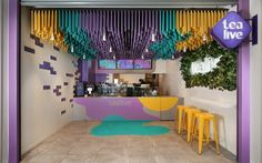 This Bubble Tea Store Draws Customers In With A Brightly Colored Accent Ceiling FRETARD Design have completed a bubble tea store that features a colorful dowel accent ceiling and a partial green wall around a neon light. Interior Design Companies, Office Interior Design, Office Interiors, Design Services, Cafe Design, Store Design, Kiosk Design, Tea Live, Gropius Bau