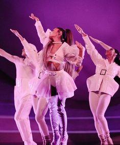 Ariana Grande Sweetener World Tour Ariana Grande Images, Gif Ariana Grande, Ariana Grande Wallpapers, Ariana Tour, Ariana Grande Outfits, Sam And Cat, Big Sean, Jason Derulo, Wentworth Miller