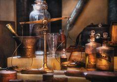 O Olivier Baussan, Ιδρυτής της L'OCCITANE σχεδίασε το κίτρινο βάζο της Divine Cream, εμπνευσμένος από τα παλιά, παραδοσιακά βάζα των φαρμακείων.