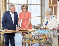 Eamonn Holmes & Ruth Langsford with a Queen lookalike Ruth Langsford, Queen, Look Alike, Tv On The Radio, Mary, Politics, Lol, Laughing So Hard, Show Queen
