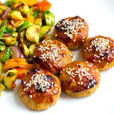 This baked miso salmon balls are a tasty way to use up canned salmon. Paleo friendly salmon patties without breadcrumbs go well with sweet miso glaze sauce. Salmon Loaf, Baked Salmon, Veggie Fries, Veggie Stir Fry, Almond Recipes, Paleo Recipes, Paleo Meals, Healthy Meals, Canned Salmon Recipes