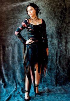 Snow White Queen, Amy Lee Evanescence, Dark Makeup, Metal Girl, Real Beauty, Female Singers, Celebs, Celebrities, Powerful Women