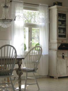 little shabby cottage kitchen. Shabby Chic Kitchen Curtains, Shabby Chic Cottage, Cottage Style, Country Curtains, Fresh Farmhouse, Farmhouse Chic, Cottage Farmhouse, White Farmhouse, Farmhouse Interior