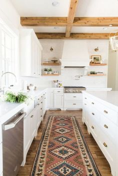 BECKI OWENS— Guest Prep: Kitchens❤️ Refresh your kitchen with 8 easy styling tips before holiday guests arrive.