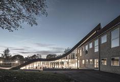 Centro Cultural Mariehøj / Sophus Søbye Arkitekter + WE Architecture A As Architecture, Cultural Center, Green Landscape, Learning Spaces, Copenhagen, Facade, Centre, Studios, Mansions