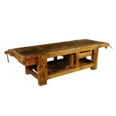 Grande banco da lavoro con due morse laterali e due morse di testa; legno di rovere.