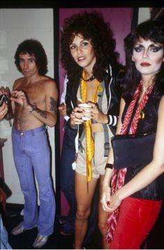 """Bon Scott, AC/DC, backstage with the """"Heathen Girls"""" - photo by RENNIE Ellis"""
