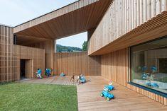 Hofhaus an der Kurve - Kindergarten in Olang von feld72