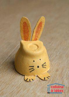 Vous cherchez une activité créative rapide, pas chère et jolie pour célébrer Pâques? Alors, je vous propose ce chouette lapin de Pâques, à faire à partir d'une boite d'oeufs (vide!) On ne peut pas plus simple et les oreilles et les pieds sont également découpés dans la boite d'oeufs. Et les enfants pourront décorer leur lapin comme ils le souhaitent, en le peignant, en rajoutant des pompons pour la queue et les joues par exemple.