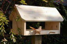 Vogelhäuschen im Garten Bird Tables, Wooden Bird Feeders, Diy Garage Storage, Different Birds, New Years Eve Party, Bird Houses, Floating Shelves, Wood Projects, Woodworking Plans