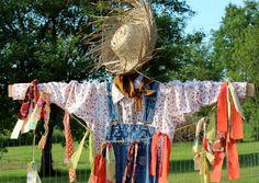 How to Make a Scarecrow. Scarecrows For Garden, Fall Scarecrows, Fall Crafts, Halloween Crafts, Halloween Decorations, Halloween Stuff, Autumn Inspiration, Garden Inspiration, Garden Ideas