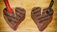 Steak Brownies - Show dad some sugary love this Father's Day with a steak brownie. Rare or well-done, he's sure to enjoy this special treat. With printable PDF of steak markers. Holiday Treats, Holiday Recipes, Holiday Cakes, Holiday Foods, Delicious Desserts, Dessert Recipes, Dessert Ideas, Brownies, Fathers Day Cake