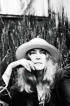 """""""O movimento de mulheres continua forte, ativo e vigilante. Ninguem vai mexer nas conquistas que as mulheres vem fazendo desde a decada de 1960, haveria um grito universal."""" Patti Smith em entrevista para a Rolling Stone"""