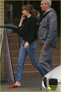 Dakota Johnson Meets Up With Jamie Dornan's Wife for Sushi | dakota johnson sushi amelia warner vancouver 12 - Photo