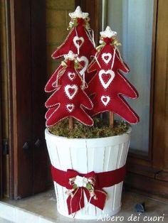 Natale: Trees with heart Handmade Christmas Decorations, Felt Decorations, Christmas Centerpieces, Christmas Tree Ornaments, Christmas Wreaths, Christmas Hearts, A Christmas Story, All Things Christmas, Christmas Holidays
