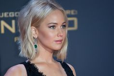 Jennifer Lawrence Falls On The Red Carpet…Again. She's so pretty and I love her sense of humour