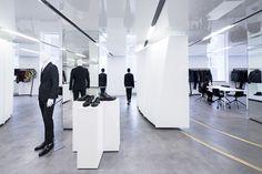 SO – IL · Versace Showroom
