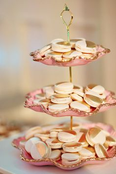 gold-dusted cookies | Whitebox Photo #wedding
