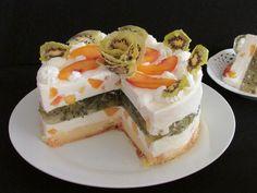 Bella da vedere, ottima da gustare, facile da realizzare. La Budi-cake con gelée di kiwi e crema bianca alle pesche non vi deluderà.