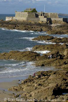 Old coastal fort, Saint-Malo ~ Brittany Castles in Brittany http://brittanyholidayguide.com/brittany-castles.html