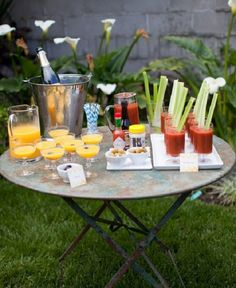 Calm those pre-wedding jitters with a mimosa & bloody mary bar - for bridesmaids and groomsmen the morning of wedding! Also perfect for a brunch shower or anniversary party! Brunch Mesa, Brunch Bar, Brunch Drinks, Sunday Brunch, Party Drinks, Yummy Drinks, Cocktails, Brunch Food, Mimosa Brunch