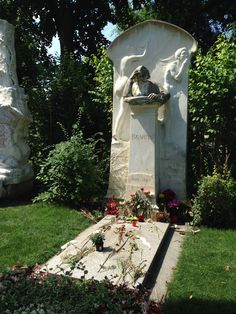 Brahms. When I walked to the corner of the great composers, I was touched by this monument, more than that of Bethoven, Schubert, Mozart and Strauss. Zentralfriedhof, Vienna, Austria (my photo).