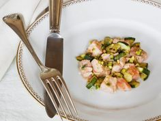 Lachsfilet mit Zucchini und Pistazien ist ein Rezept mit frischen Zutaten aus der Kategorie Blütengemüse. Probieren Sie dieses und weitere Rezepte von EAT SMARTER!