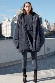 Oversize jacket and slim boots