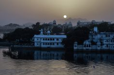 Udaipur - Places to visit, City Palace, Lake Pichola and Forts