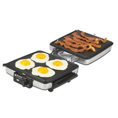 The Black & Decker Waffle Maker & Indoor Grill/Griddle makes thin waffles, pancakes, hash browns, sausages, eggs and bacon. Best Waffle Maker, Belgian Waffle Maker, Waffle Machine, How To Make Waffles, Fluffy Waffles, Toast Sandwich, Grill Plate, Indoor Grill, Homemade Breakfast