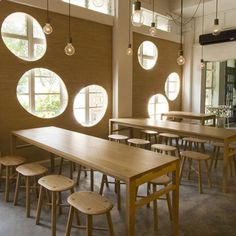 Called Hatched, the restaurant is divided into two dining areas, a central one with long communal tables and individual tables in front of a large blackboard.