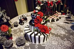 Is this not the perfect cake for a Beetlejuice wedding? I love the sand worm detail! via @Offbeat Bride
