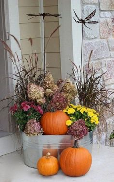 10 Easy Fall Porch Decorating Ideas for The Porch 10 A round up of how to decorate your Fall front p Fall Home Decor, Autumn Home, Fall Decor For Porch, Fall Entryway Decor, Thanksgiving Decorations, Halloween Decorations, Fall Halloween, Decorating Ideas, Decor Ideas