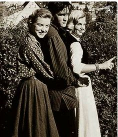 Lizabeth Scott, Elvis and Dolores Hart on the set of Loving You, 1957.