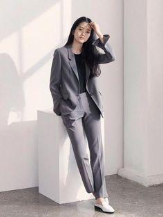 Love these work korean fashion Korean Fashion Work, Korean Fashion Trends, Work Fashion, Korean Style, Style Fashion, Casual Work Outfits, Office Outfits, Classy Outfits, Blazer Fashion