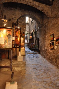 Art in Cortona, Tuscany... Bought art here, it's on my mantle!