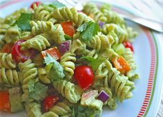 Creamy Pesto Pasta Salad: let the spring recipes begin! Dairy-free, gluten-free, vegan.