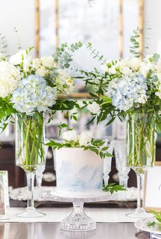 How to Host an Elegant Blue and White Baby Shower – Pizzazzerie Wie man eine elegante blau-weiße Babyparty – Pizzazzerie veranstaltet Baby Shower Brunch, Baby Shower Fall, Baby Shower Parties, Baby Shower Themes, Baby Shower Decorations, Baby Boy Shower, Shower Ideas, Southern Baby Showers, White Baby Showers