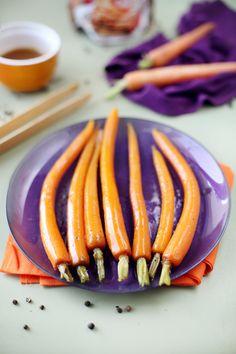 Avec les carottes fanes qui sont sur nos étals, on peut préparer un superbe accompagnement pour un poulet rôti, des côtes de veau ou tout autre viande blan
