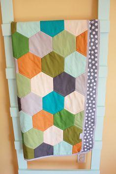 <3 modern hexy baby quilt